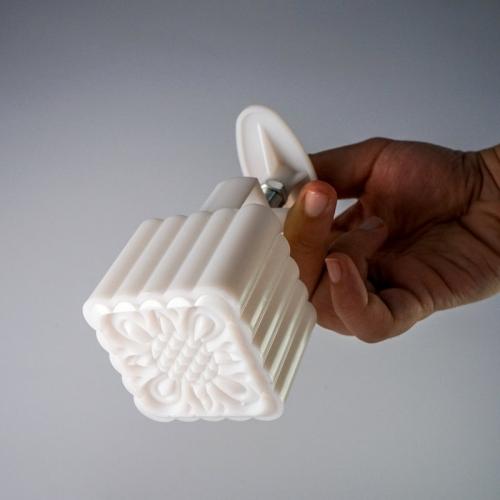 khuôn bánh trung thu lò xo 100g 8 mặt vuông